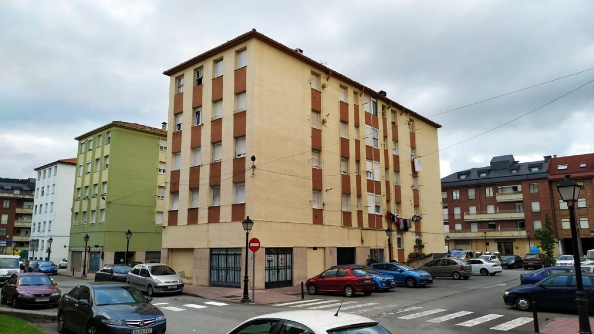 Piso en venta en Santa Maria De Cayon  de 2 Habitaciones, 1 Baño y 57 m2 por 35.900 €.