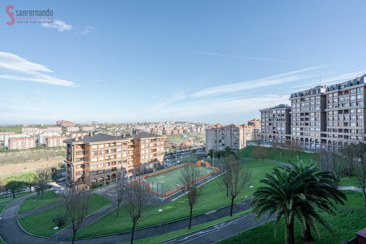 Piso en venta en Santander  de 3 Habitaciones, 1 Baño y 90 m2 por 214.000 €.