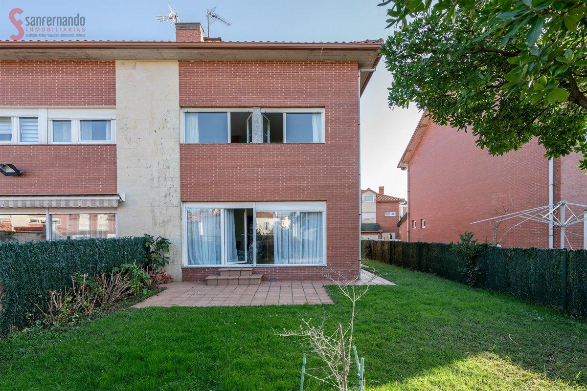 Pareado en venta en Camargo  de 3 Habitaciones, 2 Baños y 185 m2 por 197.000 €.