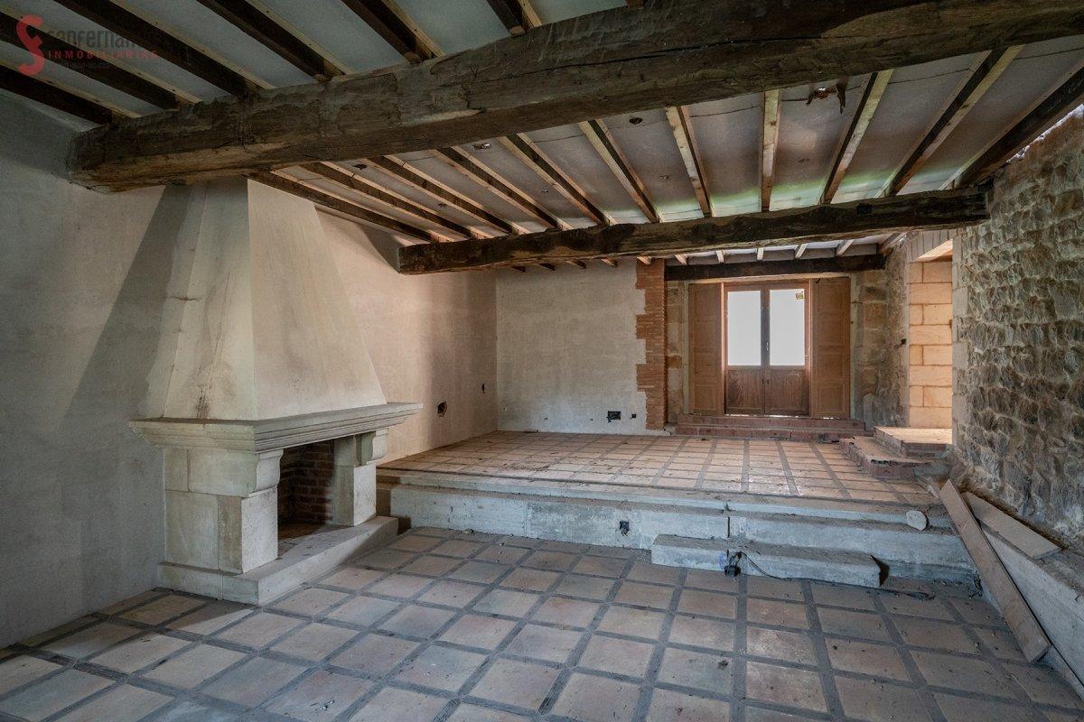Casa De Piedra en venta en Mazcuerras  de 4 Habitaciones, 3 Baños y 491 m2 por 129.000 €.