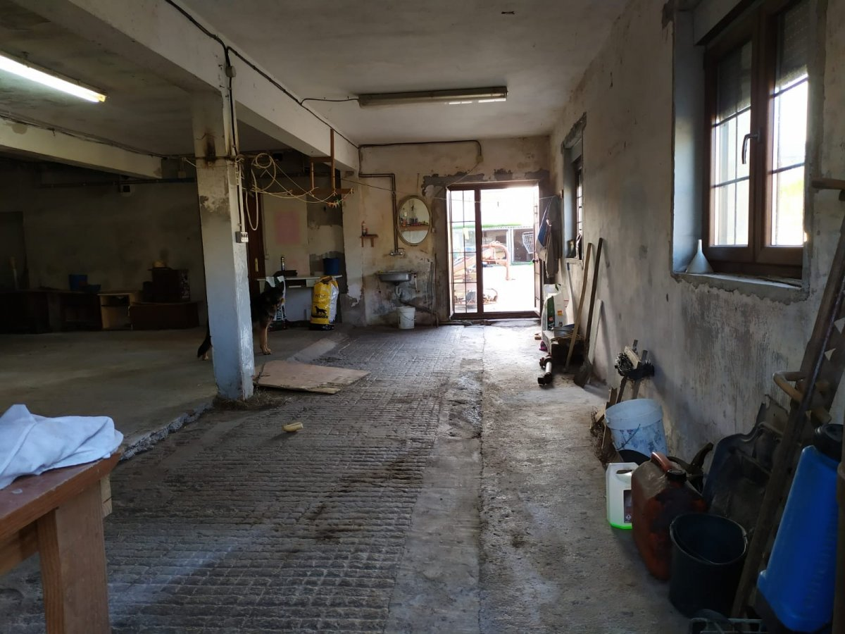 Local Comercial en alquiler en Mompia  de 1 Baño y 100 m2 por 350€/mes.