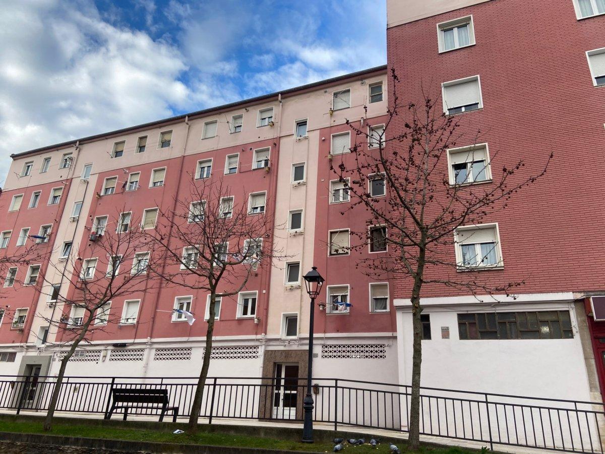 Piso en venta en Camargo  de 3 Habitaciones, 1 Baño y 69 m2 por 69.300 €.