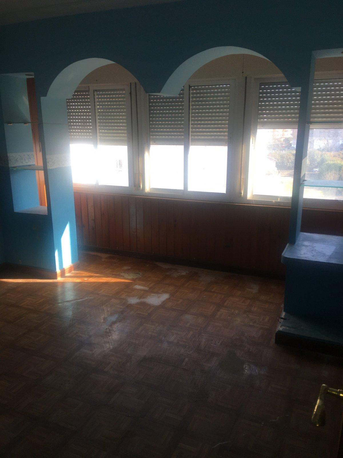 Piso en venta en Torrelavega  de 3 Habitaciones, 1 Baño y 70 m2 por 43.100 €.