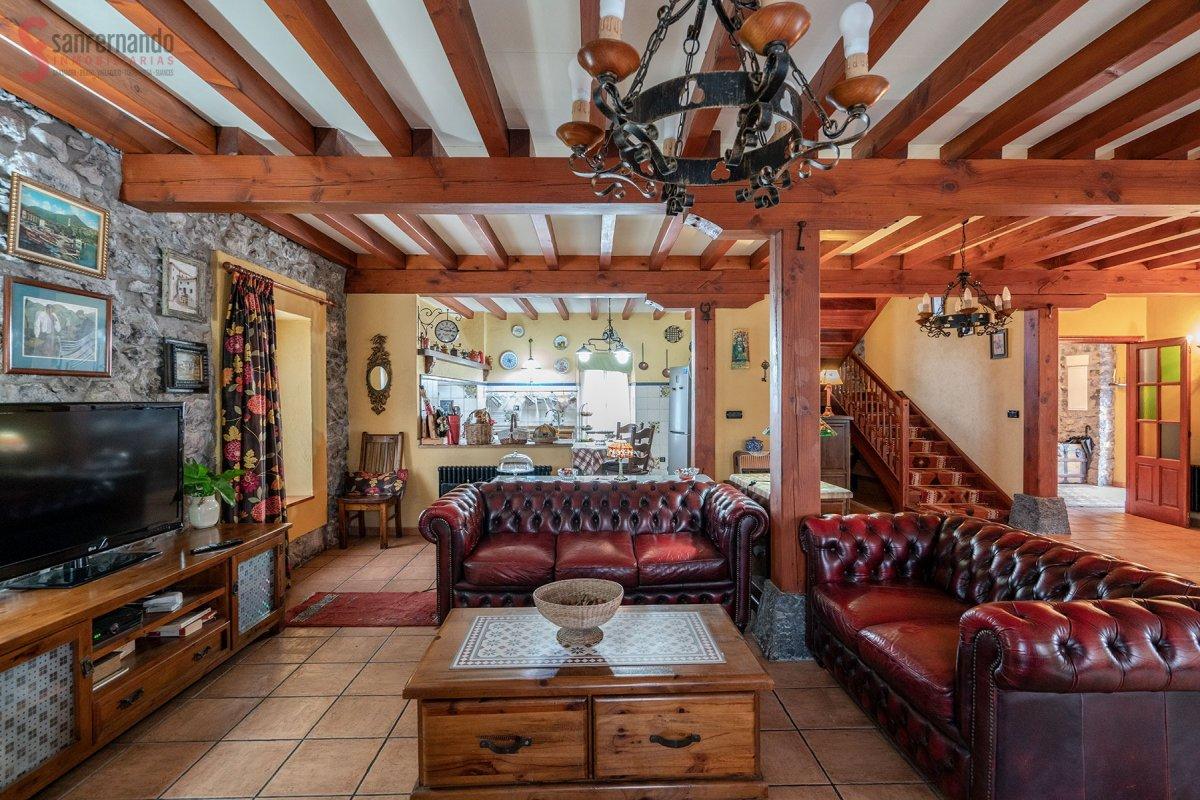 Casa Con Terreno en venta en Hazas De Cesto  de 6 Habitaciones, 1 Baño y 275 m2 por 450.000 €.