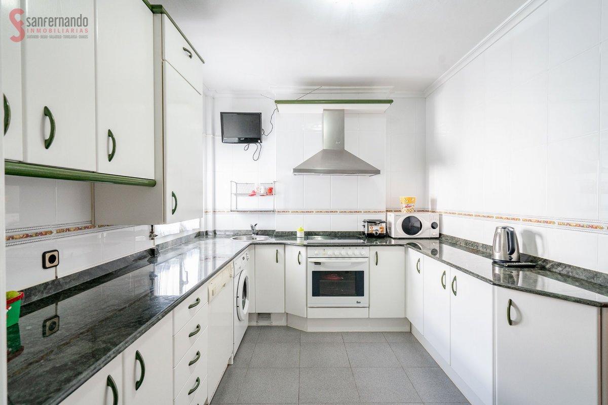 Piso en venta en Torrelavega  de 3 Habitaciones, 1 Baño y 116 m2 por 147.000 €.