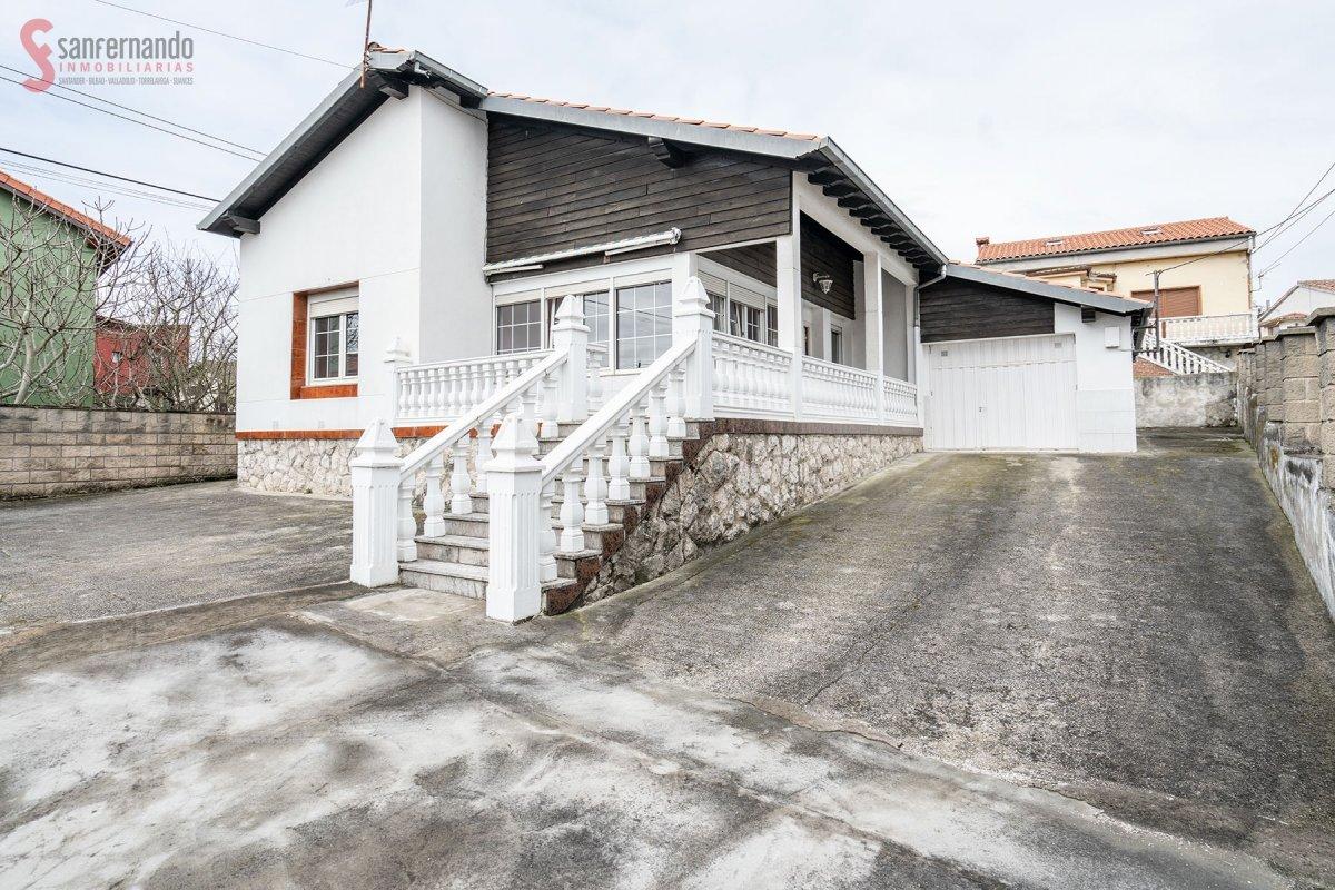 Casa con terreno en venta en Santander  de 4 Habitaciones, 2 Baños y 165 m2 por 279.000 €.