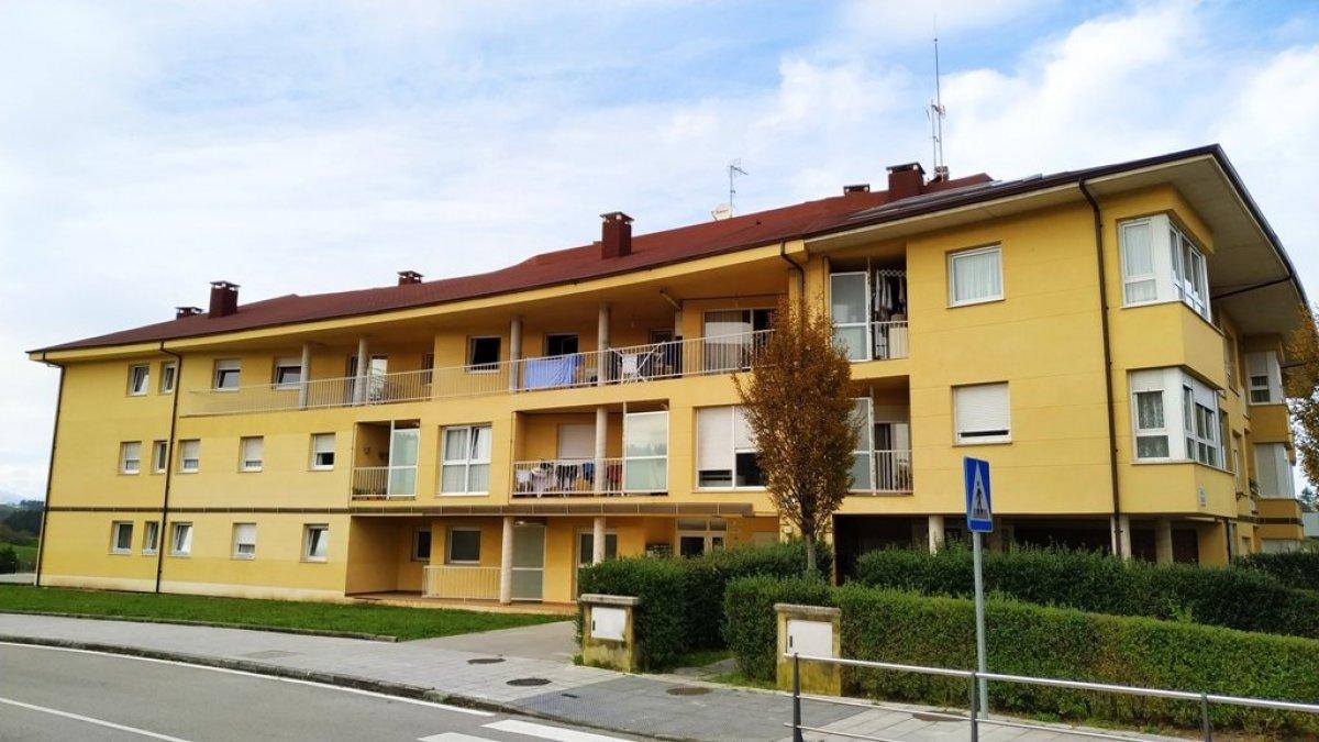 Piso en venta en Comillas  de 3 Habitaciones, 2 Baños y 84 m2 por 99.000 €.