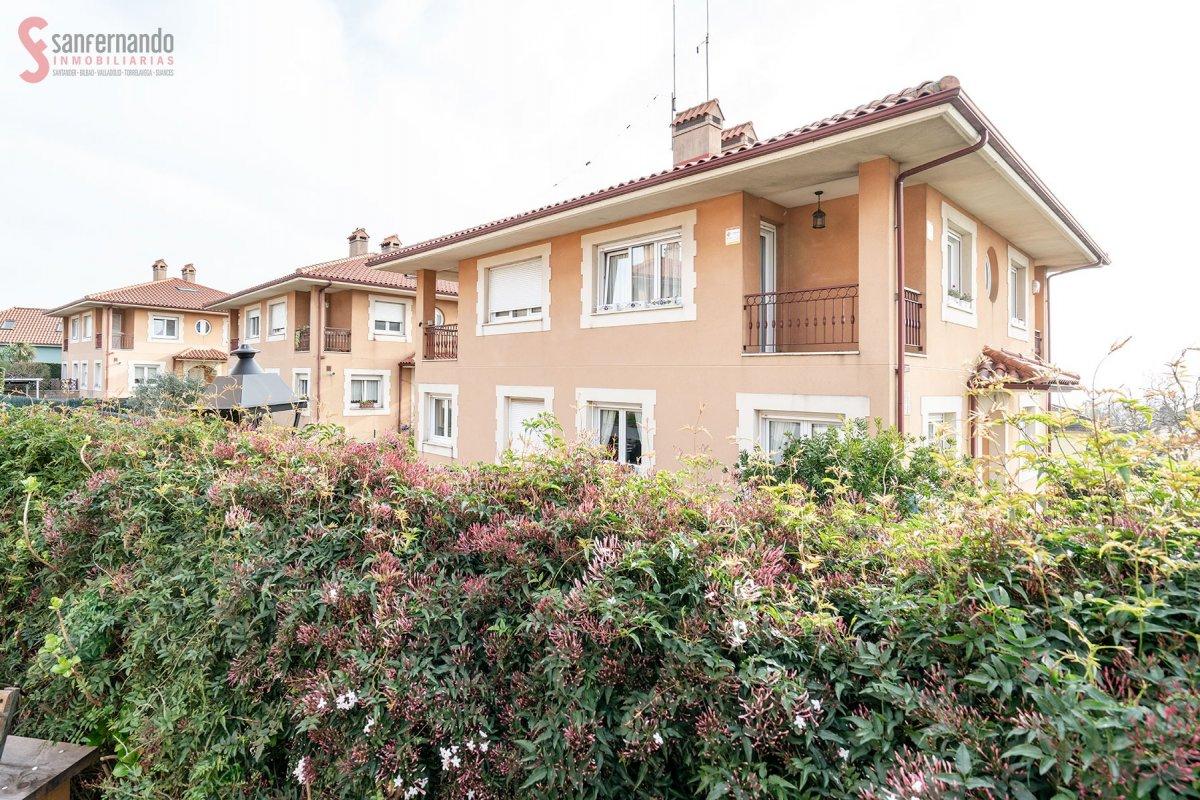 Pareado en venta en Camargo  de 3 Habitaciones, 3 Baños y 160 m2 por 245.000 €.