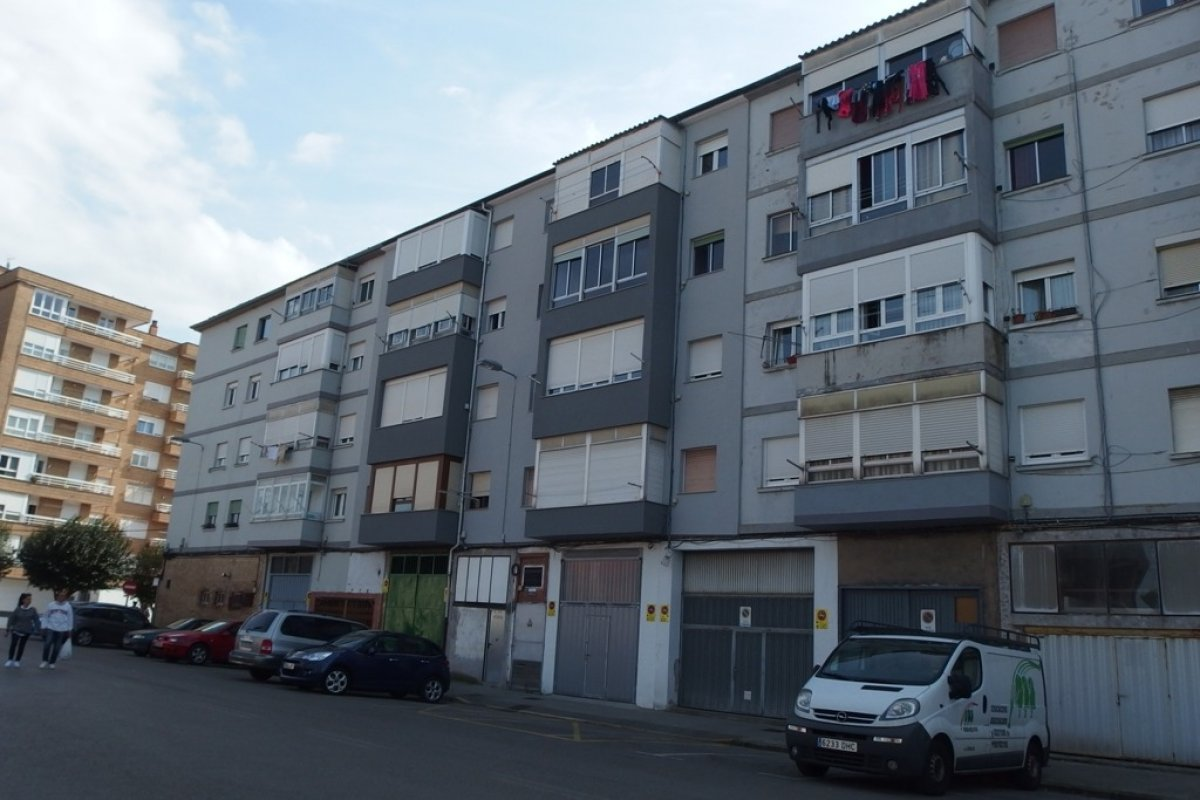 Piso en venta en Torrelavega  de 3 Habitaciones, 1 Baño y 60 m2 por 35.000 €.