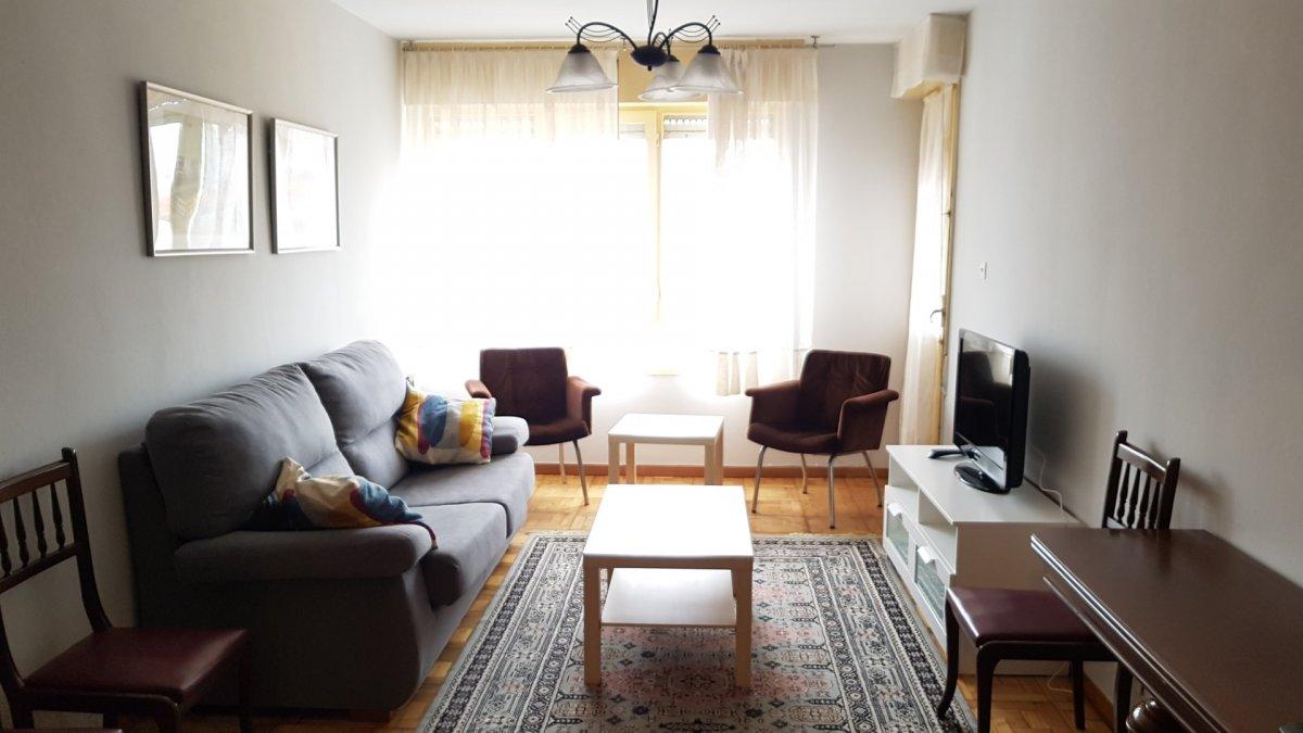 Piso en alquiler en Torrelavega  de 3 Habitaciones, 1 Baño y 87 m2 por 470€/mes.