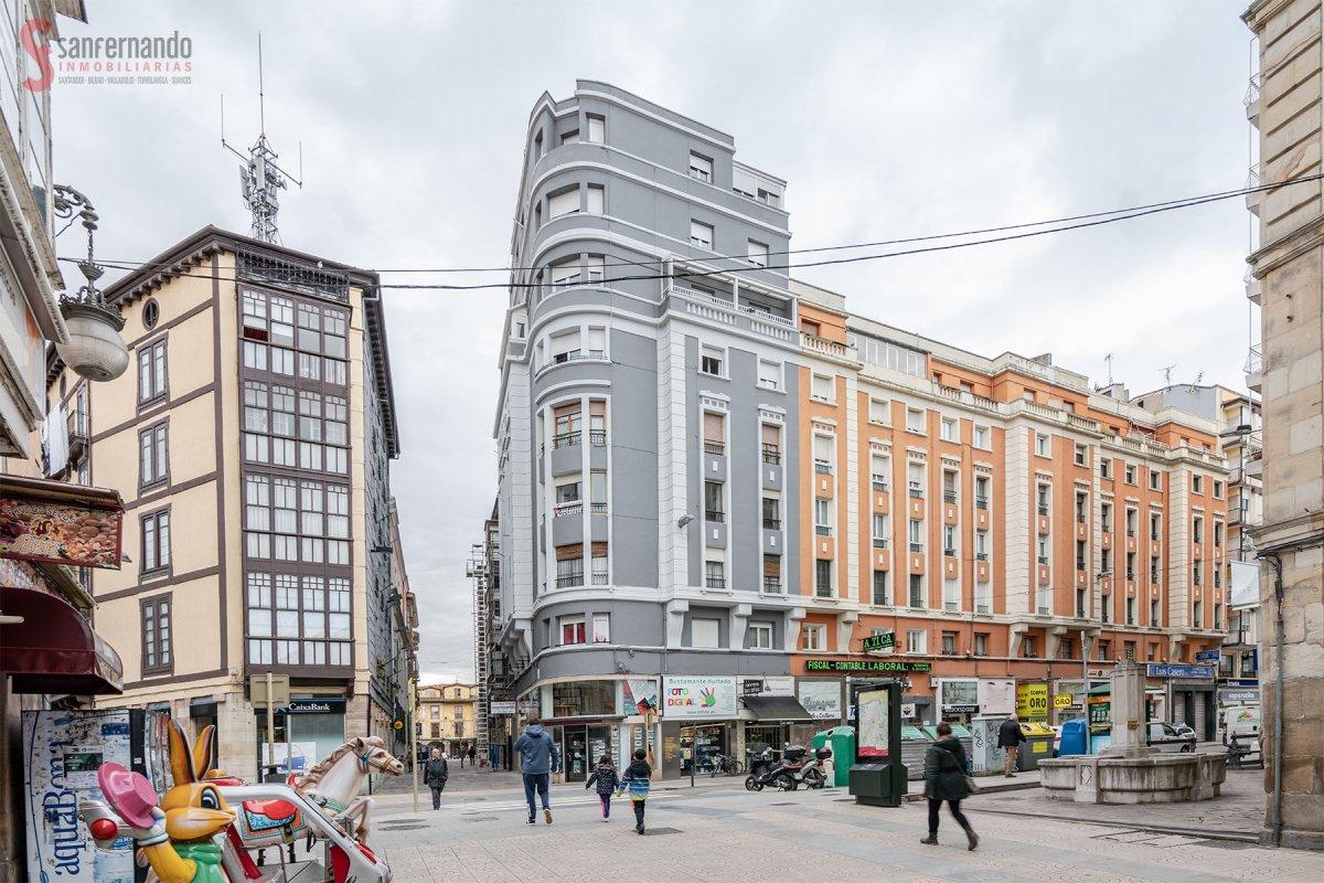 Piso en venta en Torrelavega  de 4 Habitaciones, 1 Baño y 124 m2 por 159.000 €.