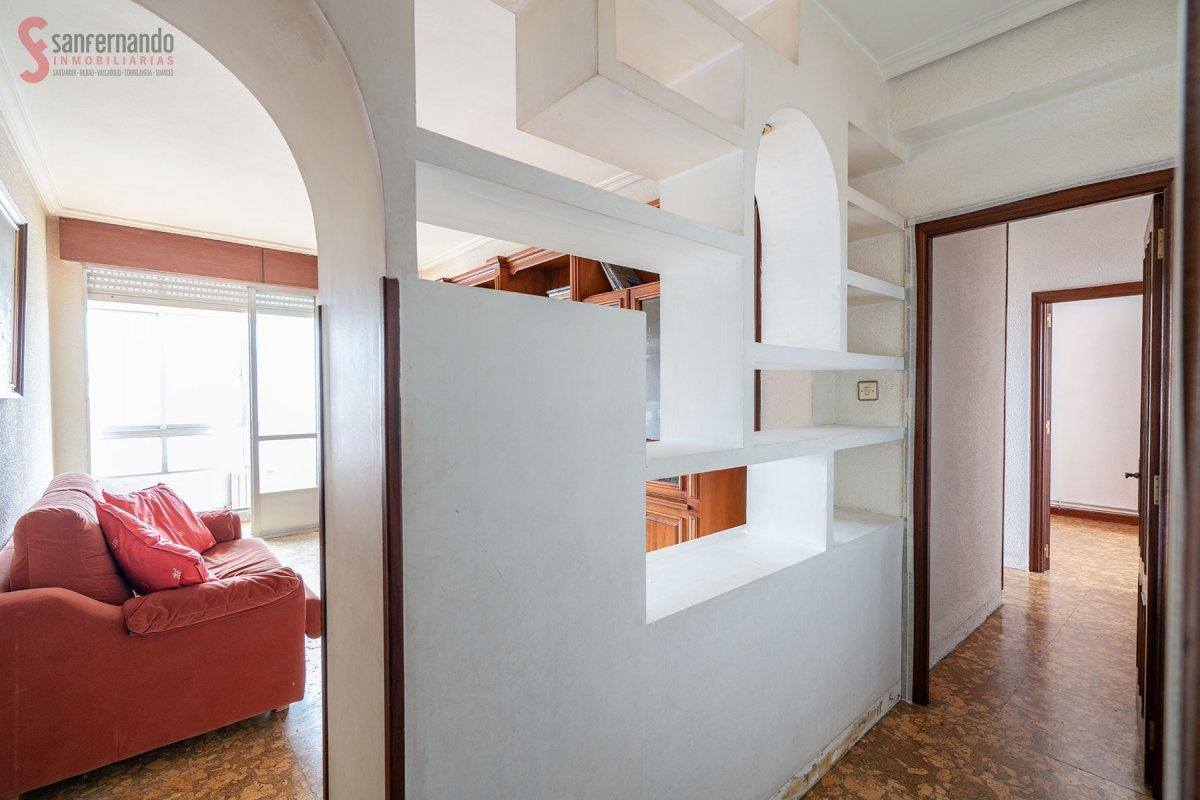Piso en venta en Torrelavega  de 3 Habitaciones, 1 Baño y 94 m2 por 75.000 €.