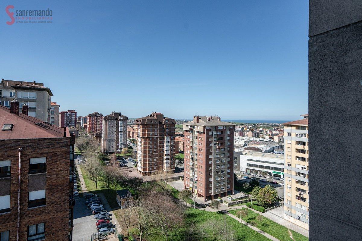 Piso en venta en Santander  de 3 Habitaciones, 1 Baño y 91 m2 por 135.000 €.