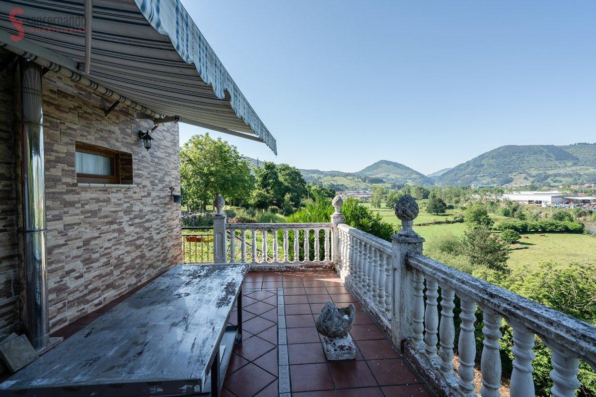 Casa en venta en San Felices de Buelna  de 3 Habitaciones, 2 Baños y 105 m2 por 109.000 €.