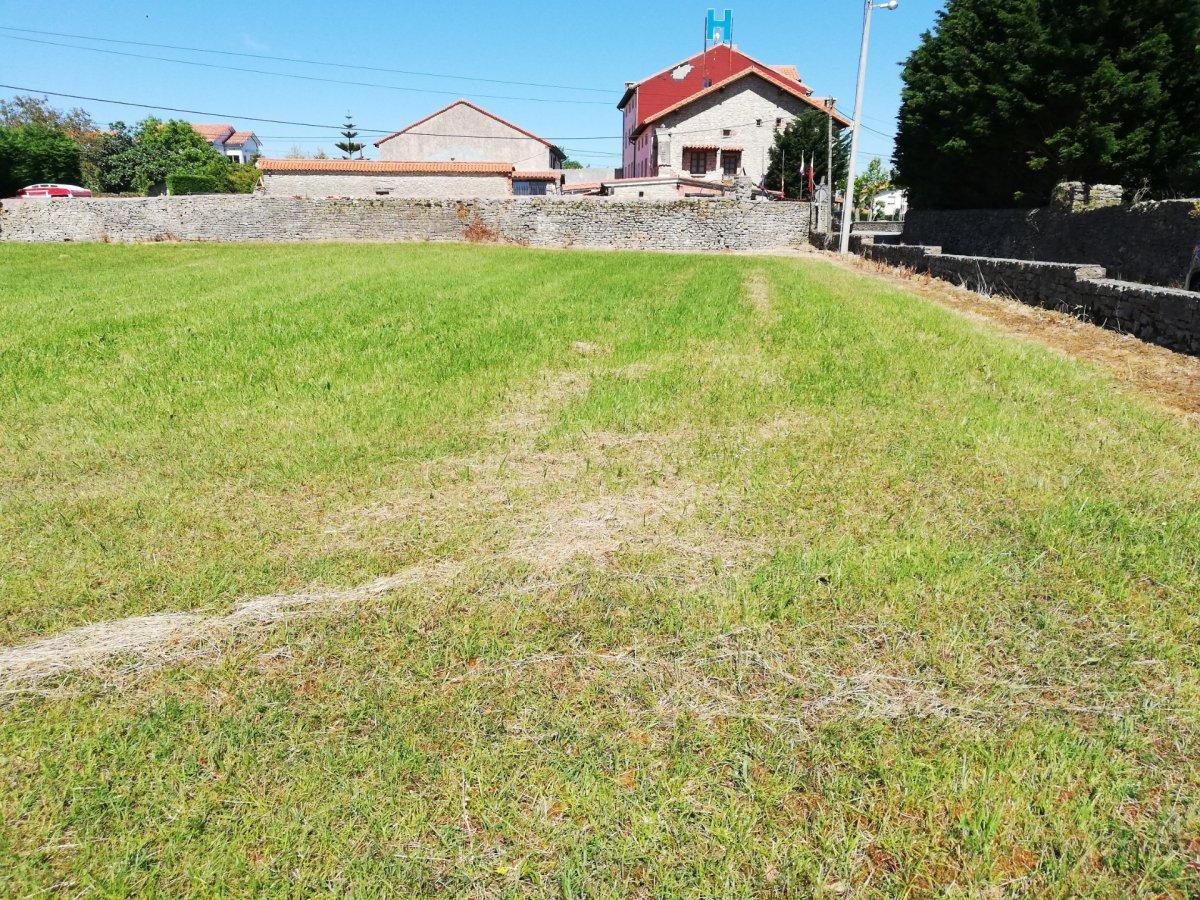 Terreno urbano en venta en Suances  de 1.000 m2 por 75.000 €.