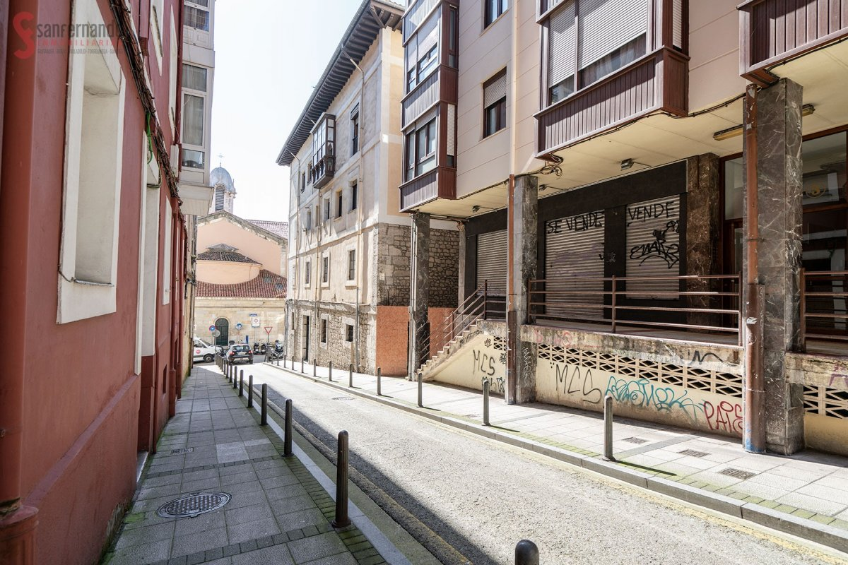 Local comercial en venta en Santander  de 4 Baños y 155 m2 por 149.000 €.