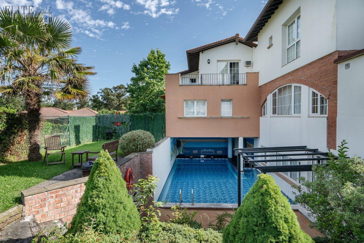 Casa en venta en Somo  de 8 Habitaciones, 15 Baños y 739 m2 por 1.395.000 €.