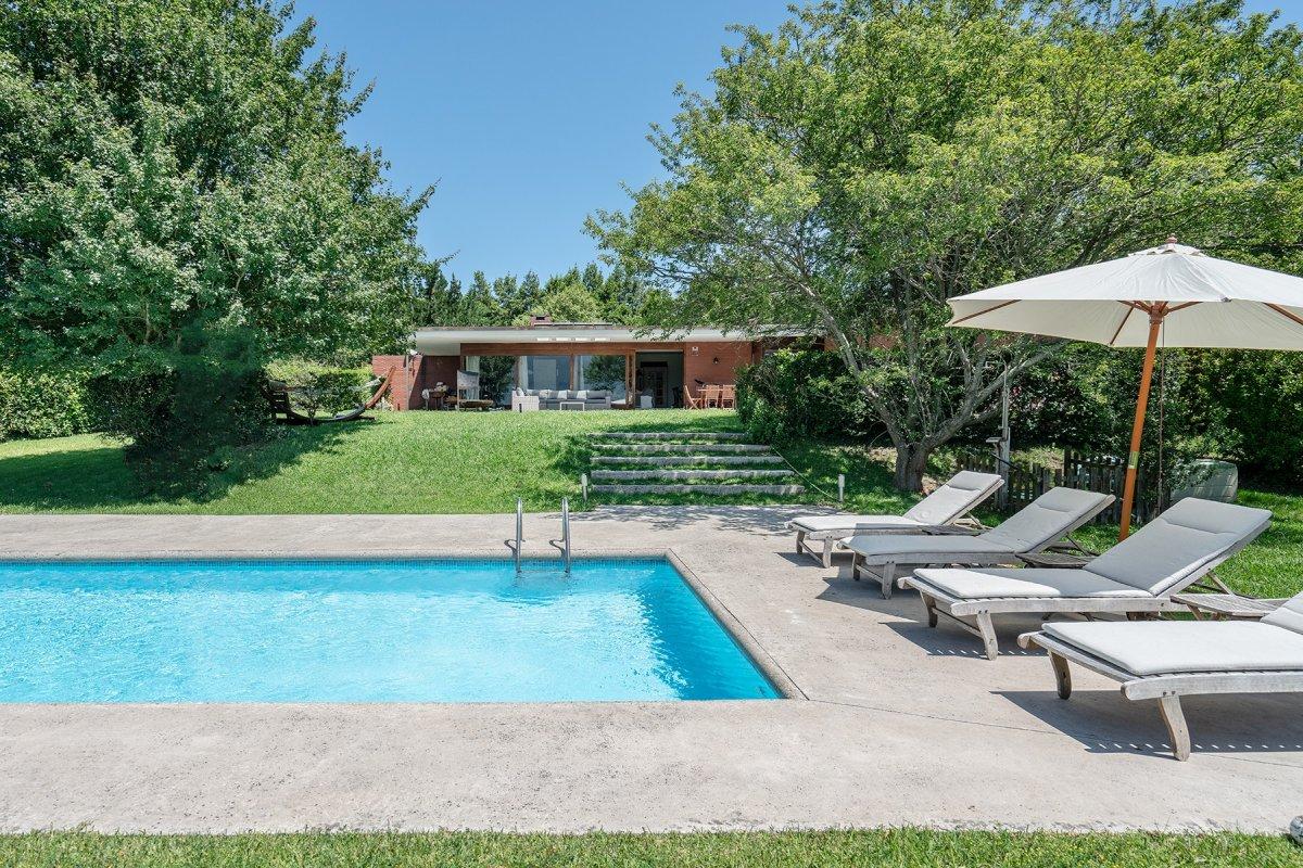Casa en venta en Rubayo  de 4 Habitaciones, 4 Baños y 298 m2 por 650.000 €.