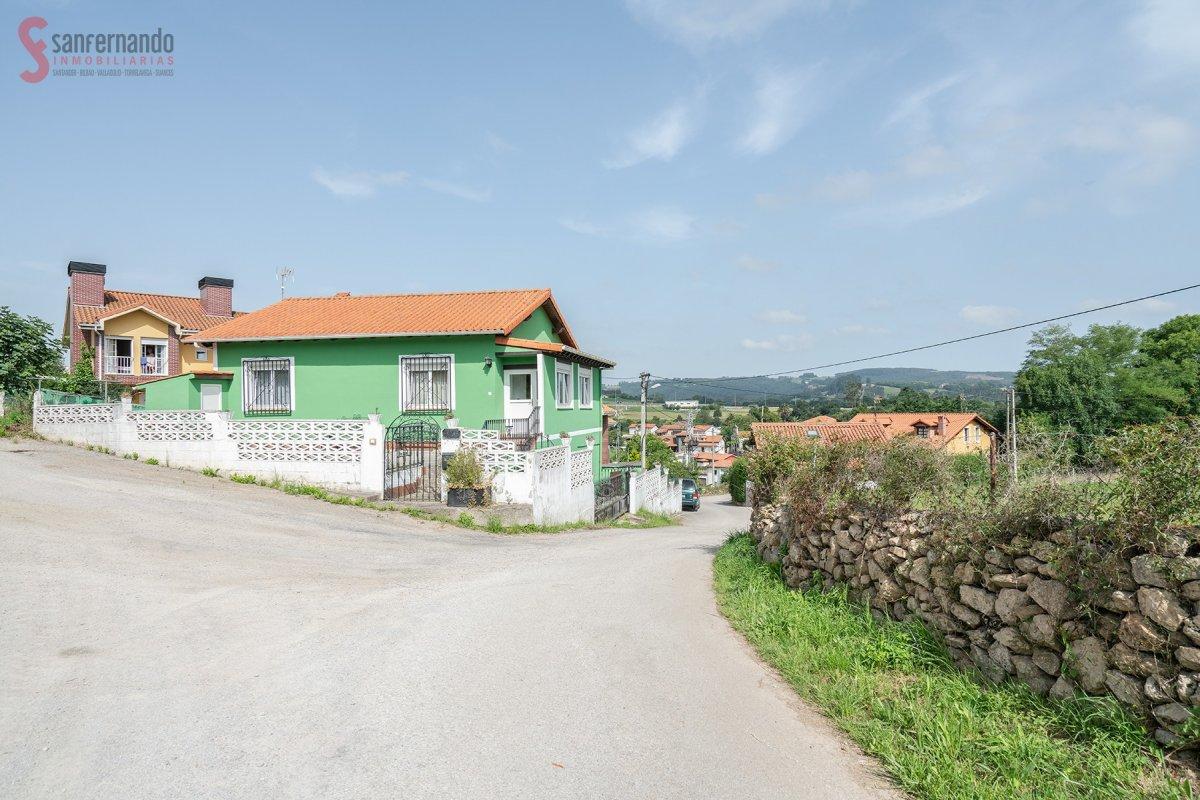 Casa con terreno en venta en Reocin  de 3 Habitaciones, 2 Baños y 166 m2 por 134.900 €.