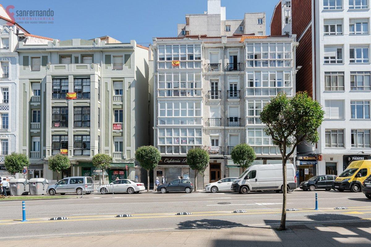 Piso en venta en Santander  de 3 Habitaciones, 1 Baño y 165 m2 por 475.000 €.