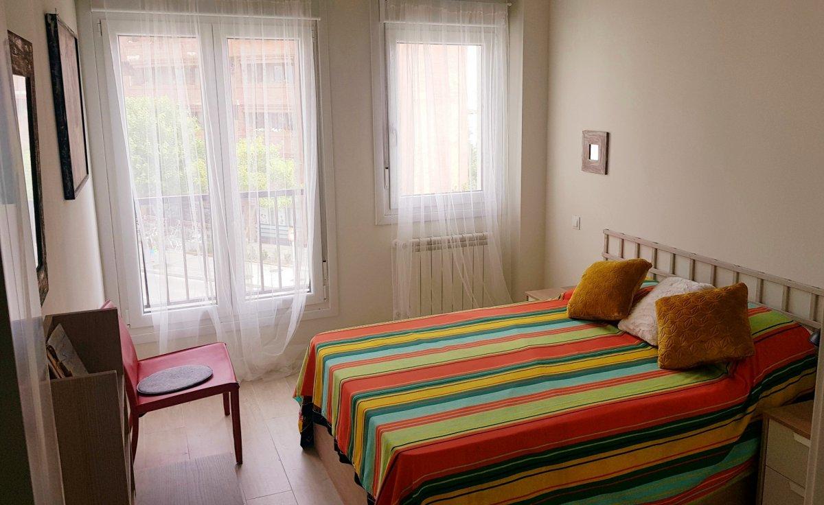 Piso en alquiler en Santander  de 2 Habitaciones, 1 Baño y 82 m2 por 900€/mes.