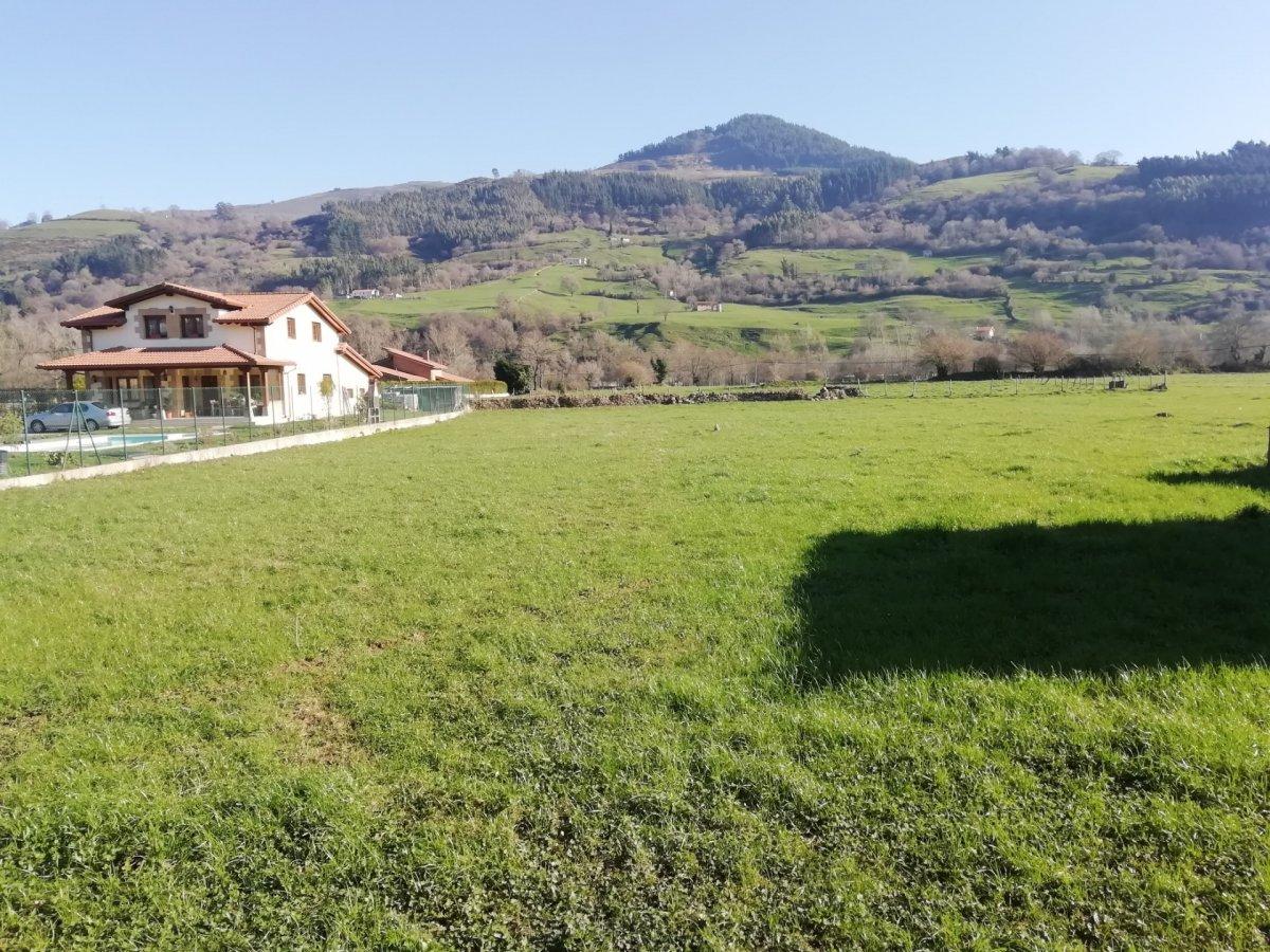 Terreno urbano en venta en Corvera de Toranzo  de 1.384 m2 por 38.500 €.