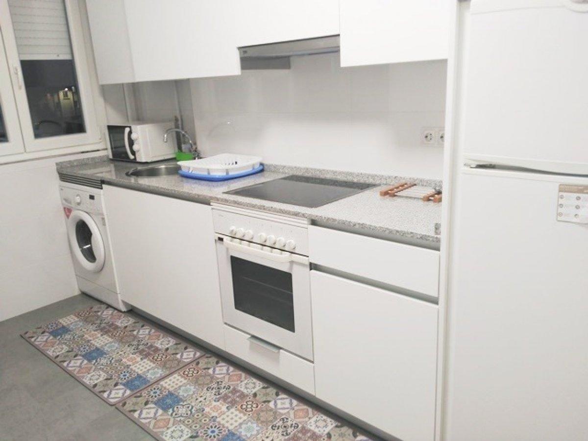 Piso en alquiler en Santander  de 3 Habitaciones, 1 Baño y 85 m2 por 1.400€/mes.